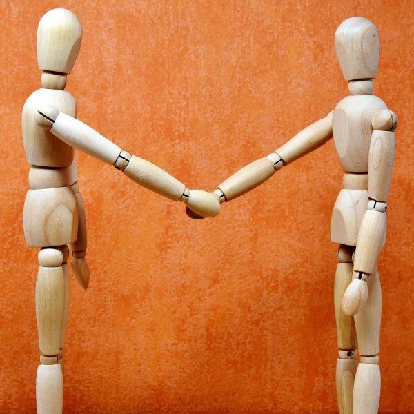 holding-hands-3147067_quadr